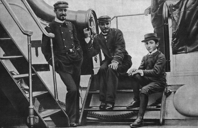 Albert-Roussel-M-Georges-Blanchon-M-Gabriel-Grovlez-sur-le-pont-du-Melpomene-vers-1894.jpg